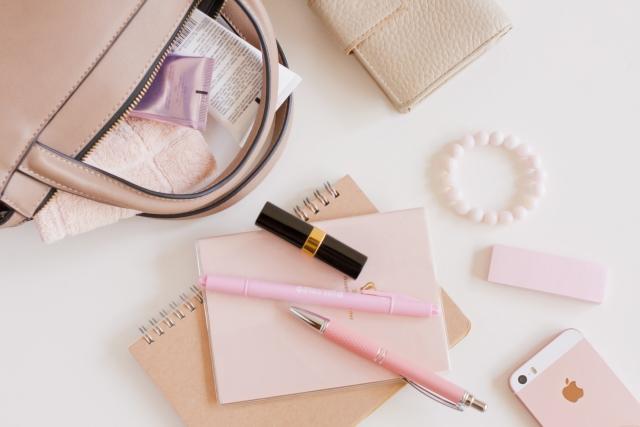 ピンクのバッグの中身